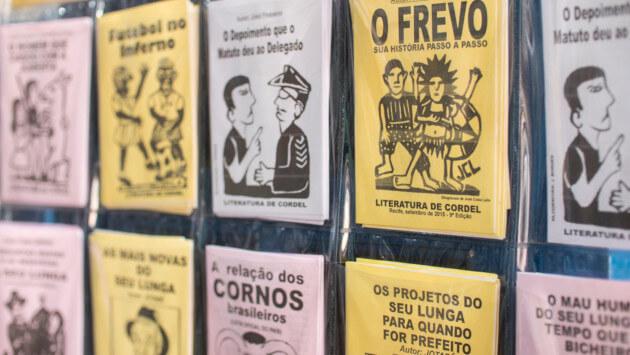 Banca com cordéis à venda em Olinda, Recife.*
