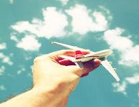Avião e nuvens