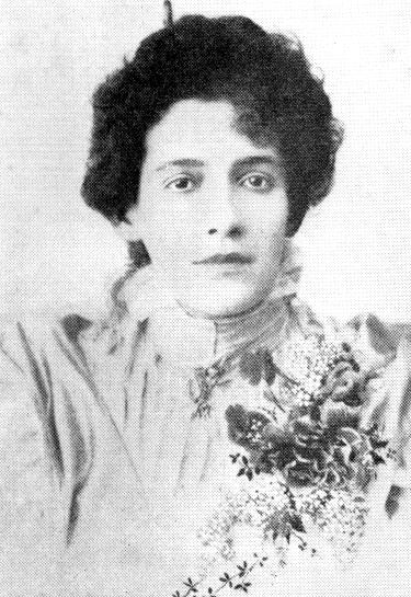 A poetisa Francisca Júlia, embora não muito conhecida, seguiu fielmente muitos preceitos do parnasianismo.