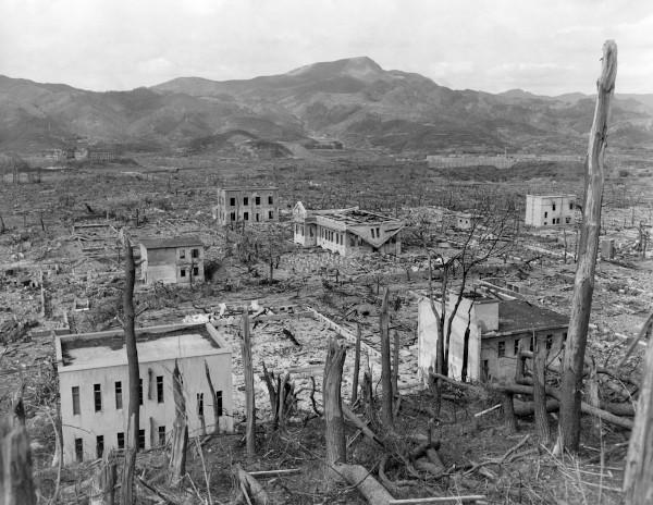 Ruínas de Nagasaki, Japão, após lançamento da bomba atômica em 1945.