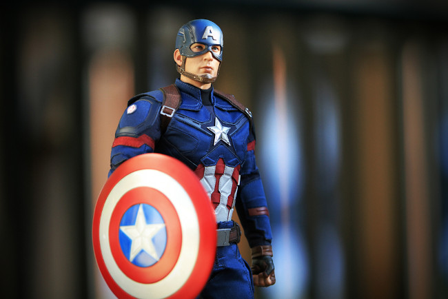 Após a Segunda Guerra Mundial, o surgimento de outras personagens foi otimizado, como Capitão América, Mulher Maravilha e Batman. [1]