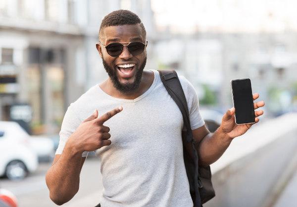 """Para se referir ao celular, o homem deve utilizar o pronome """"este""""."""