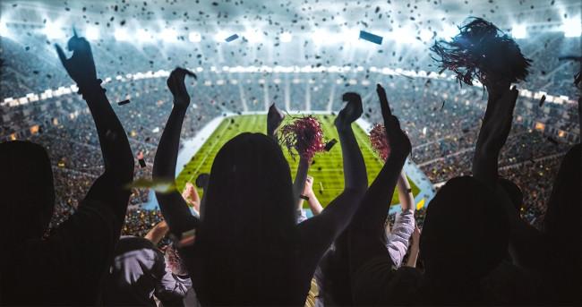 As torcidas nos estádios emitem muitas interjeições de aplauso, frustração, satisfação e alívio.