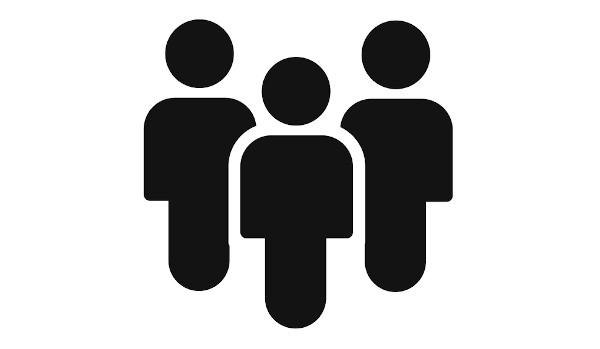 O ato comunicativo envolve basicamente as três pessoas do discurso no singular e no plural.