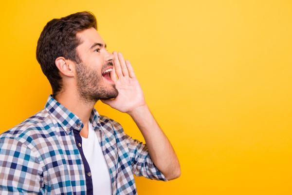 O vocativo é usado para chamar atenção do interlocutor.
