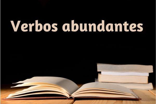 Os verbos abundantes são diferentes formas aceitas na mesma conjugação.