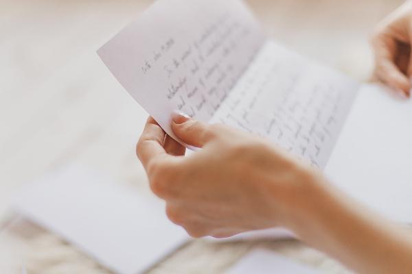 A carta pessoal já foi o veículo mais utilizado para comunicar-se com pessoas conhecidas que estão distantes.