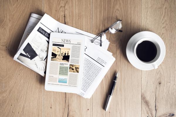 A notícia atualiza o público a respeito de fatos relevantes e contribui no acesso à informação.