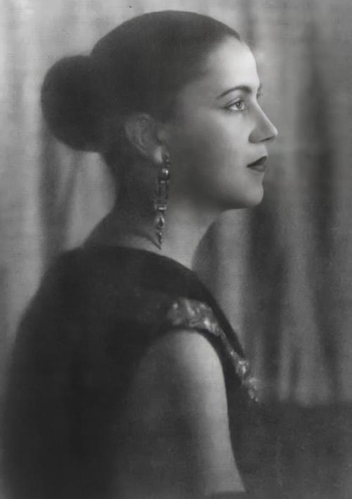 Tarsila do Amaral foi um dos grandes nomes do modernismo brasileiro nas artes plásticas.