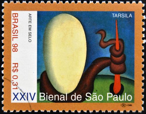"""As artes plásticas configuraram-se como base para o Modernismo Brasileiro. A obra """"Urutu"""" ou """"O ovo"""" de Tarsila do Amaral é um de seus destaques*"""