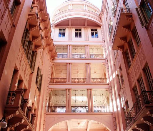 Inaugurada em 1990, antes a Casa de Cultura Mario Quintana era sede do Hotel Majestic, um dos endereços onde o poeta viveu em Porto Alegre *