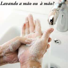Em algumas locuções adverbiais, embora o uso da crase não seja obrigatório, usa-se para eliminar as ambiguidades, por exemplo, lavar a mão ou à mão