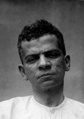 Fotografia de Lima Barreto tirada durante os três dias em que esteve internado no Hospício Nacional, em 1919
