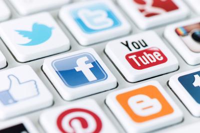 Até mesmo nas redes sociais somos capazes de adequar os níveis de fala de acordo com a necessidade e com o interlocutor