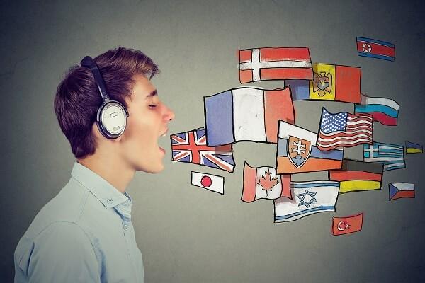 Os empréstimos de palavras estrangeiras são o registro do aspecto social da língua, que se manifesta no contato entre os diferentes povos