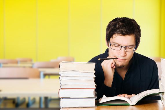 Para memorizar suas leituras, faça resumos do livro e reserve um tempo para formular perguntas e respondê-las