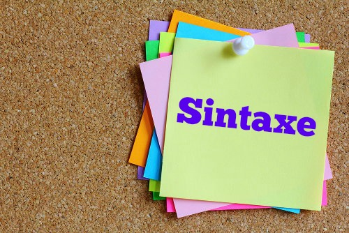 Sintaxe é o conjunto das regras que determinam as diferentes possibilidades de associação das palavras