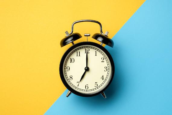 O uso da crase para indicar horas tem alguns aspectos específicos